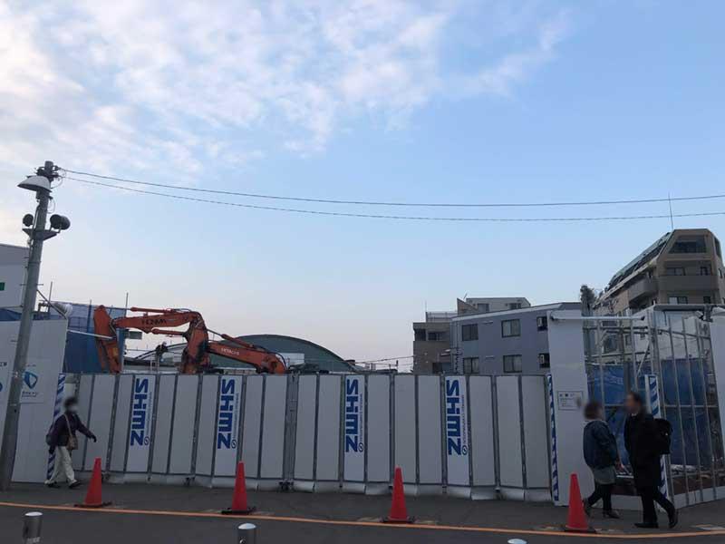 駅舎改装中の片瀬江ノ島駅