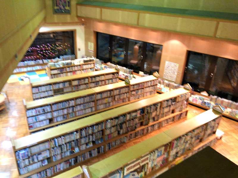 2階から見下ろした1階書庫の様子