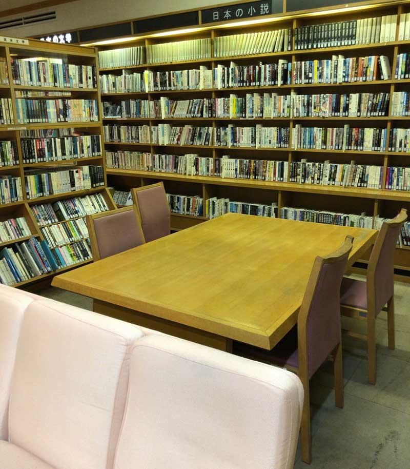大人数用のテーブル席