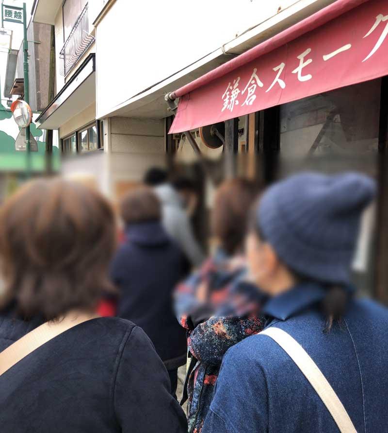 観光客らしい人もたくさん並んでいる