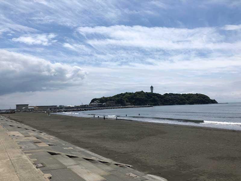 目の前に江ノ島が見える絶景