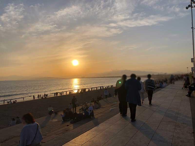 目の前は人気のインスタスポットの片瀬海岸西浜