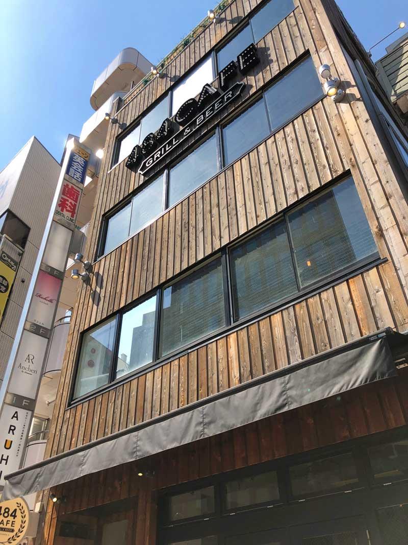 1階から3階まであるカフェビル