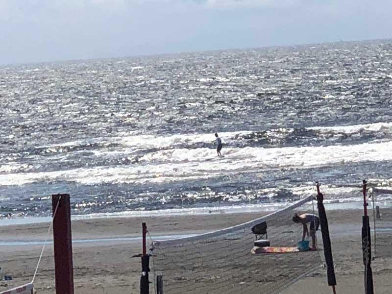 鵠沼海岸はサーフィンとビーチバレーが盛ん