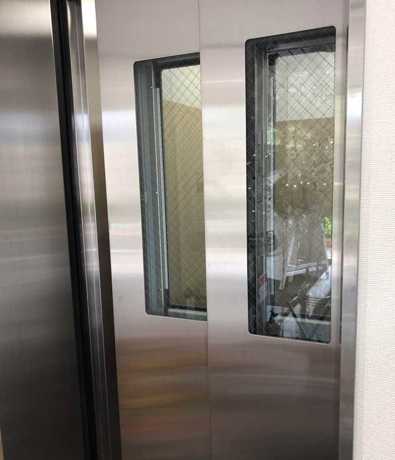 エレベーターで5階へ
