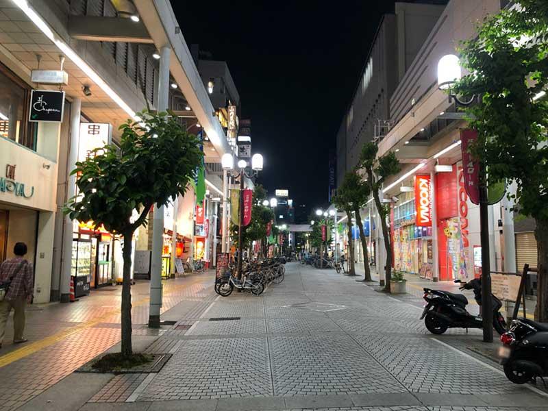 平塚駅北口すぐの商店街パールロード