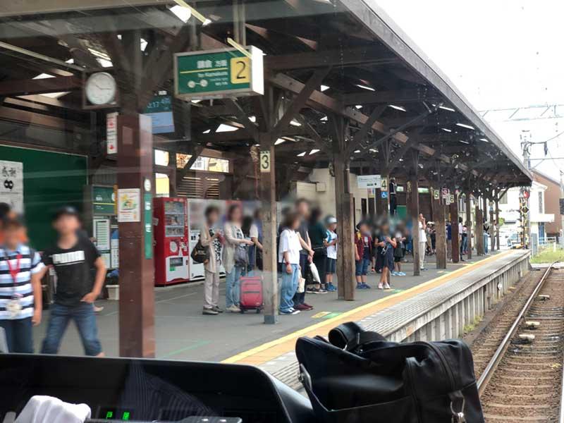 長谷駅も混み始めている