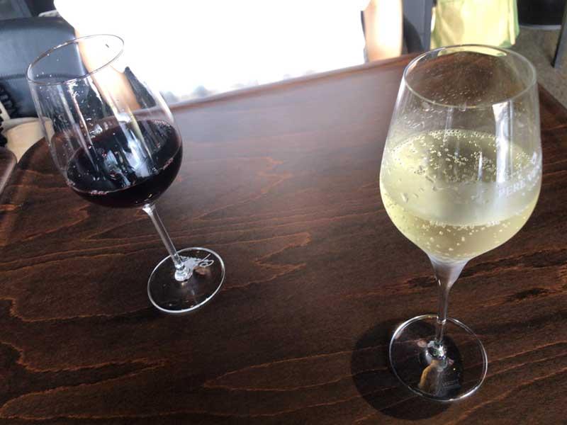 昼間っからワインを飲めちゃいます