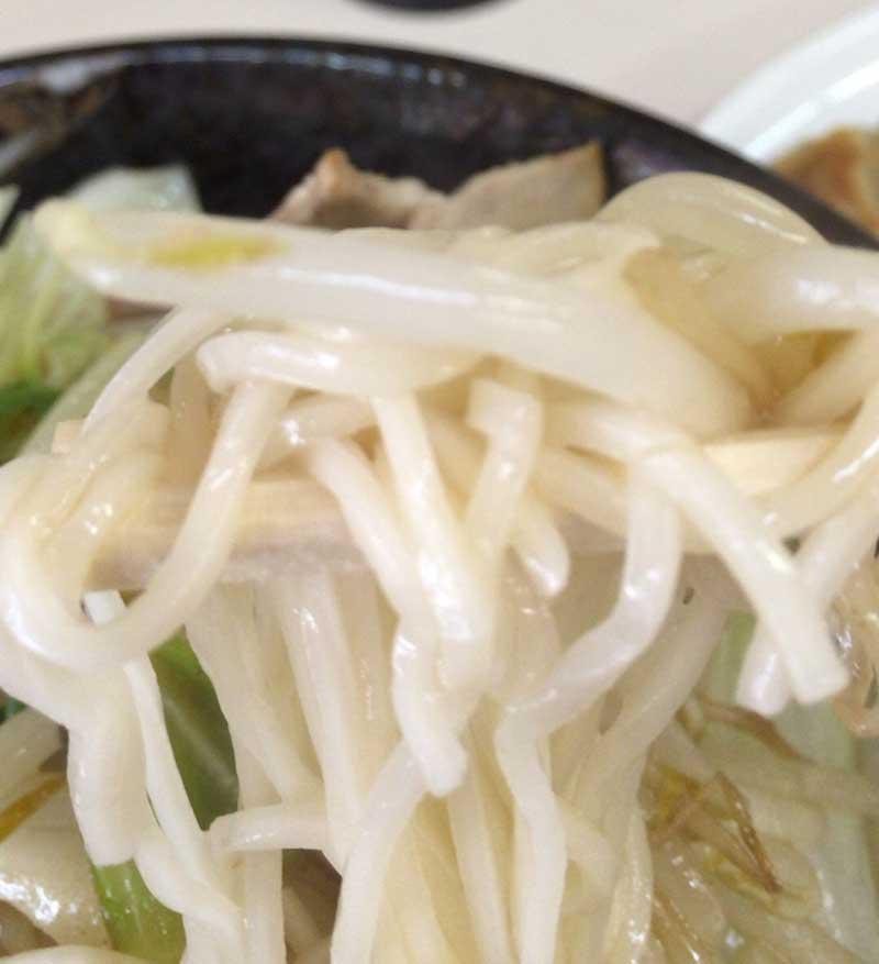 麺は細麺で食べやすい