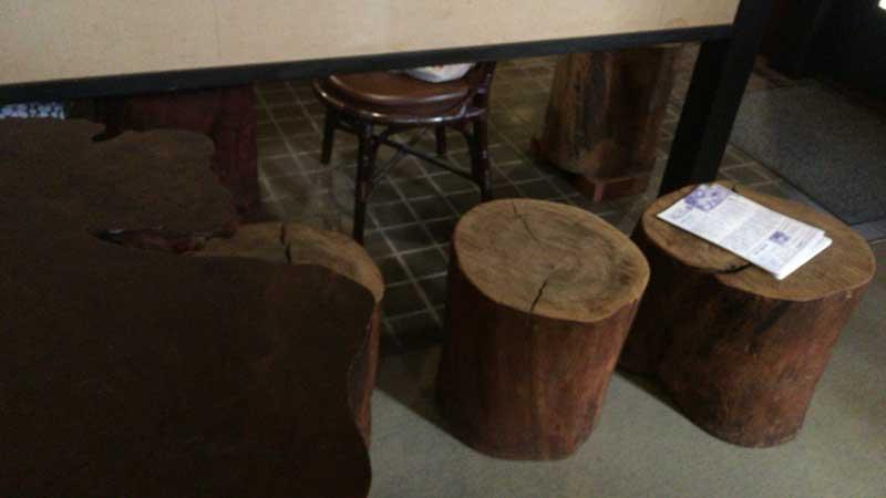 切り株の椅子