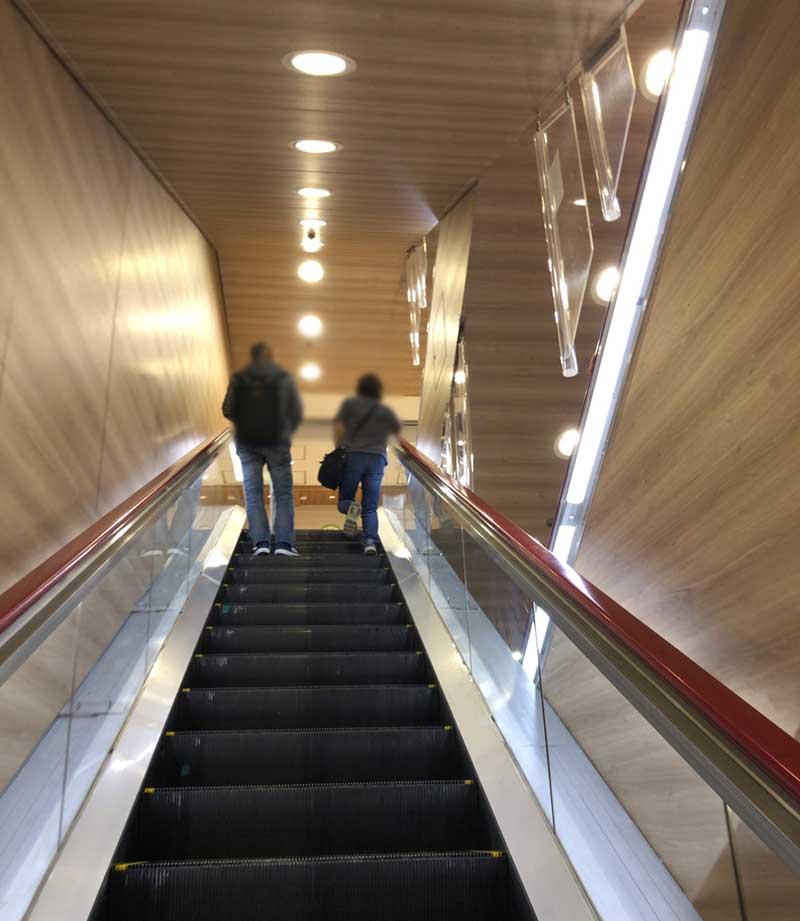 湘南GATEの6階へ