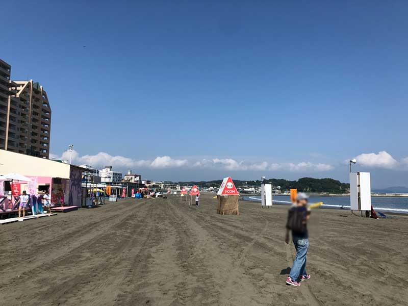 夏らしい青い空が広がる片瀬東浜海水浴場