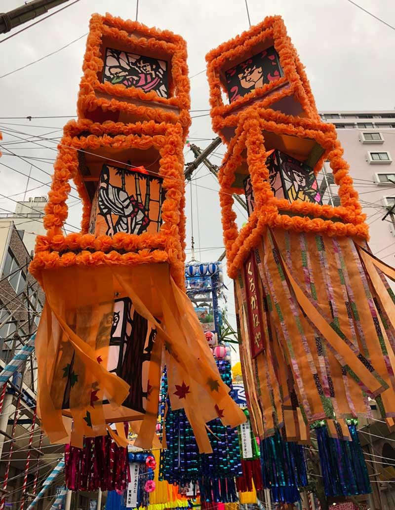 巨大なオレンジの飾り