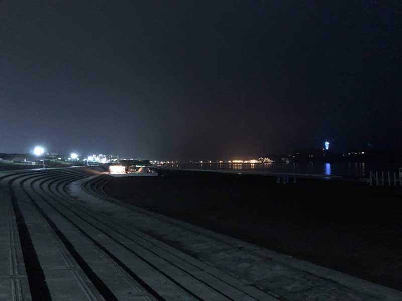 隣の鵠沼海岸の方は19時過ぎは真っ暗