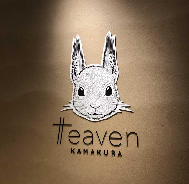 壁にもかわいいウサギの顔