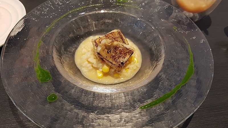 ドライをかけた甘鯛を北海道産トウモロコシ「未来」のリゾットにのせて