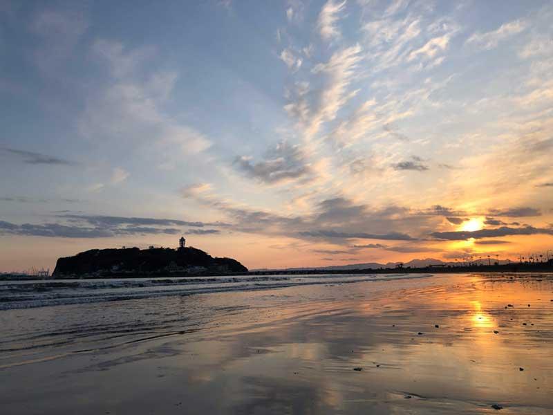 腰越の海と江ノ島