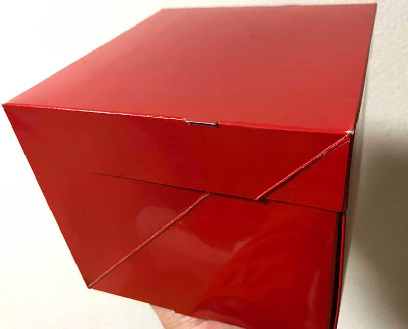 箱も真っ赤で素敵です