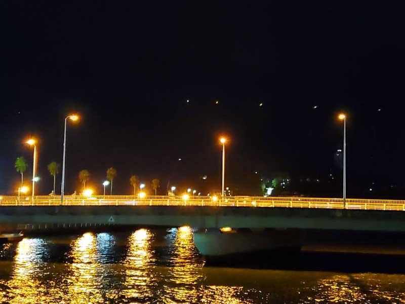 夜の片瀬江ノ島駅周辺