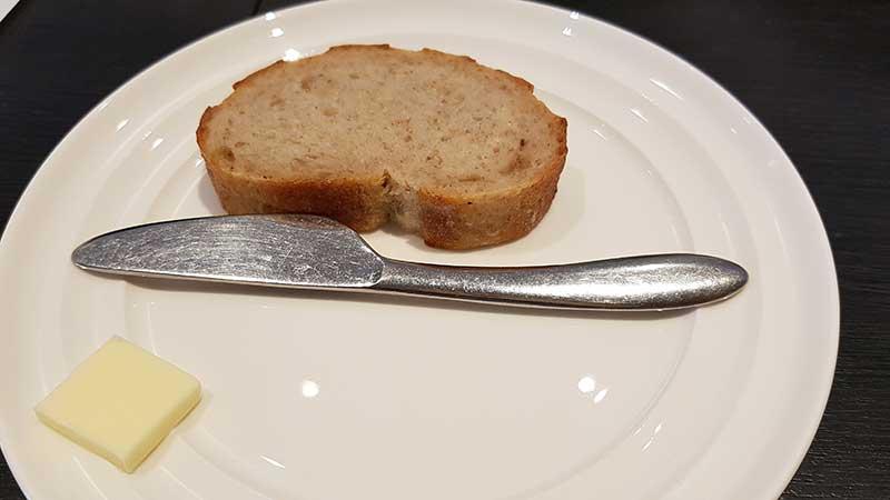 もっちり焼き立てパン