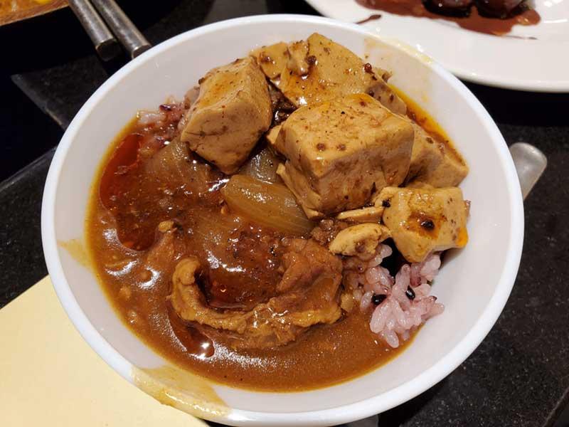 カレーと麻婆豆腐のダブル丼