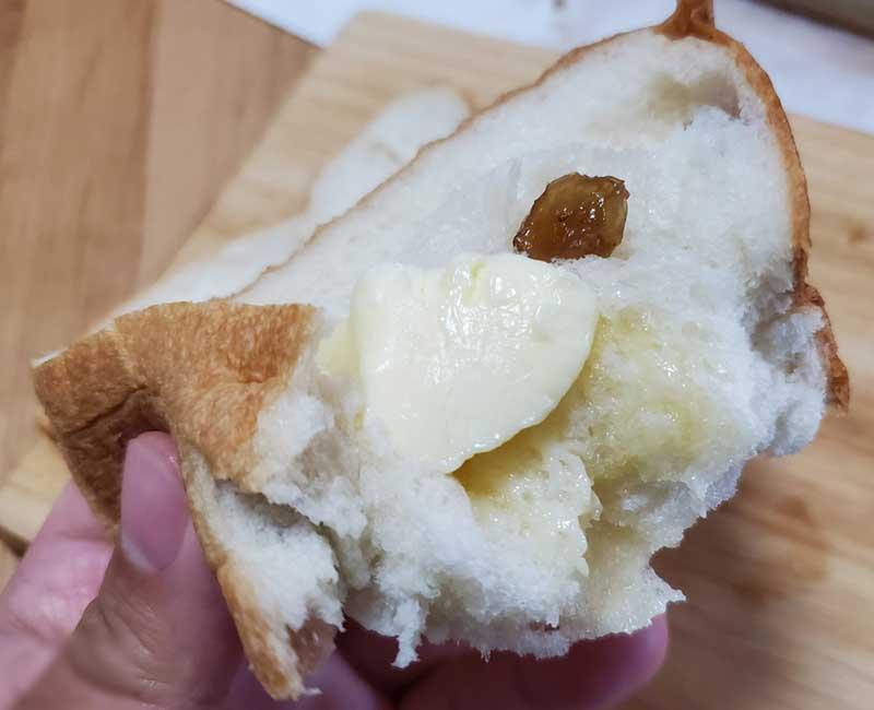 パンの熱でバターがジュワーッと溶けて