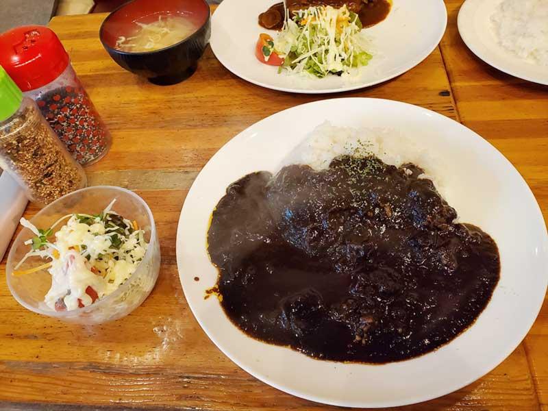 喫茶シャポーの黒カレー
