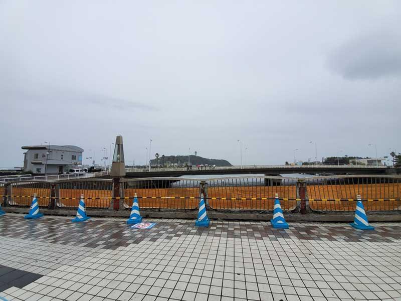 寒い雨の江ノ島