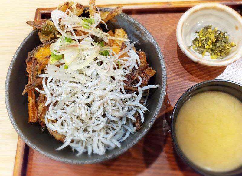 【江ノ島かき氷べたなぎ】冬は天丼屋にチェンジ!しらすかき揚げ丼はまさかのダブル盛り!