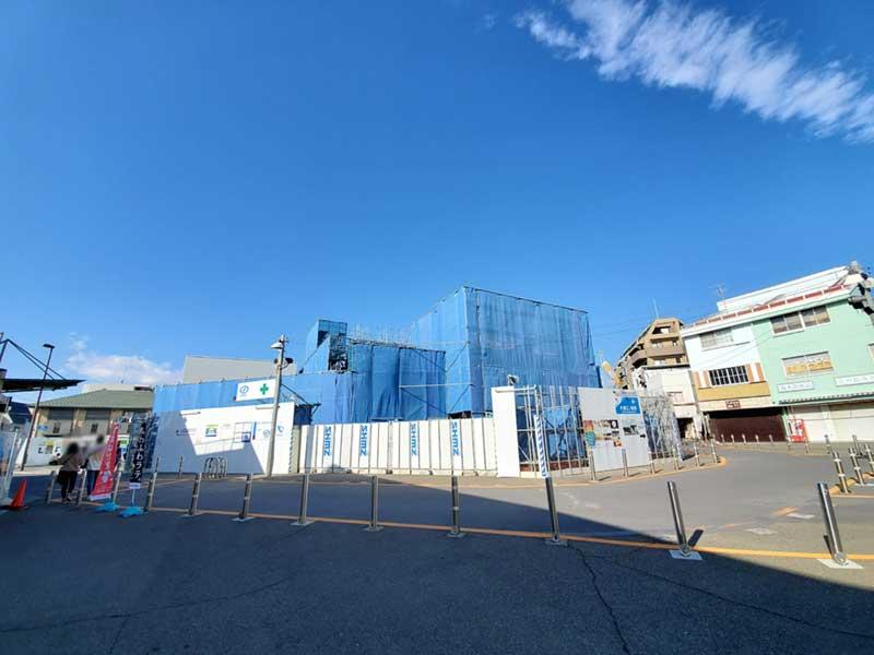 長い改装工事中の小田急線の片瀬江ノ島駅