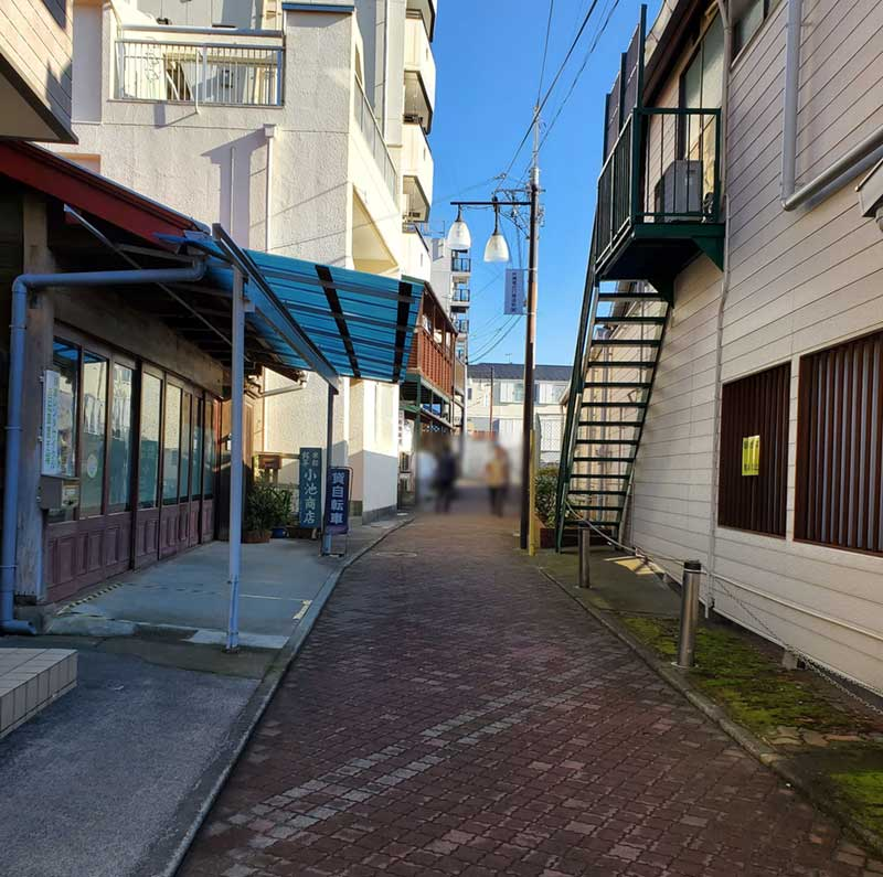 江ノ島駅の静かな裏通り