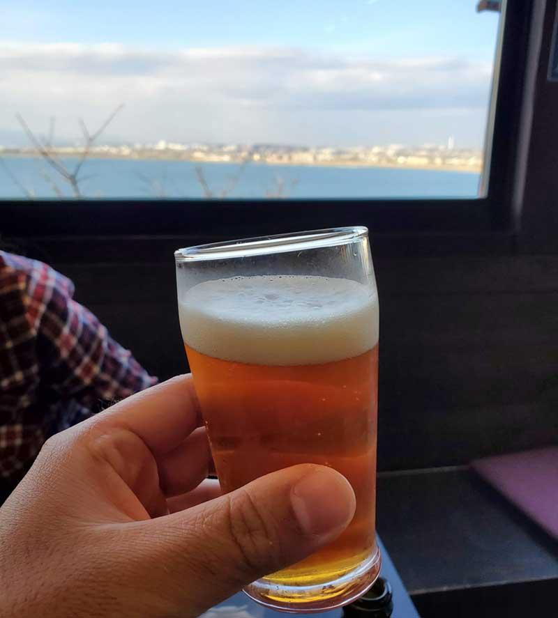 絶景を肴にビールがすすむ