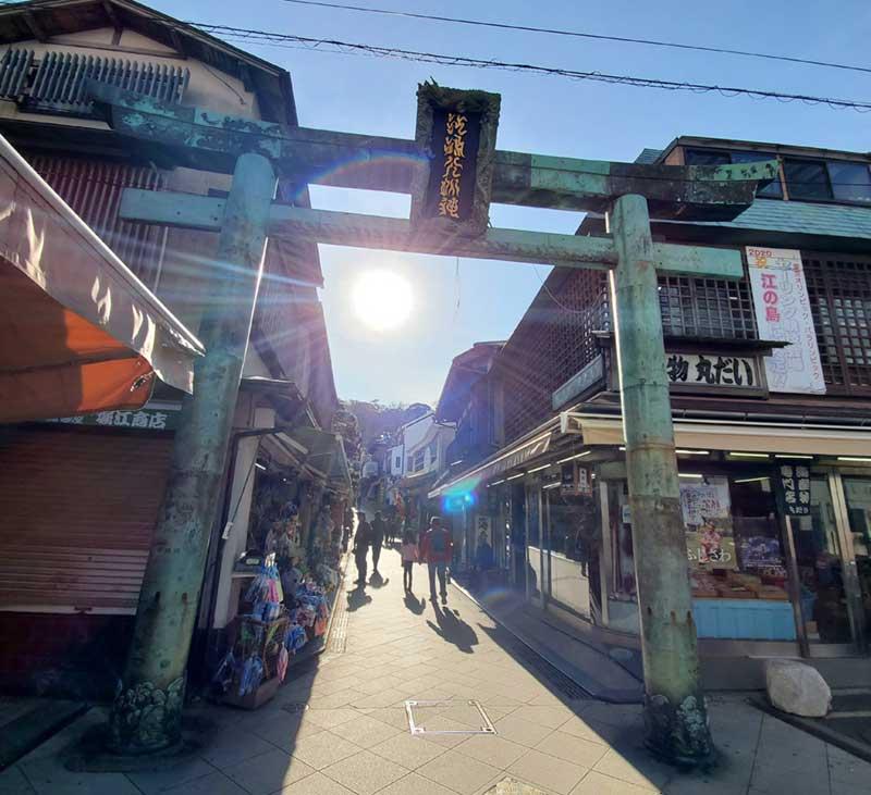 江島神社の参道へ