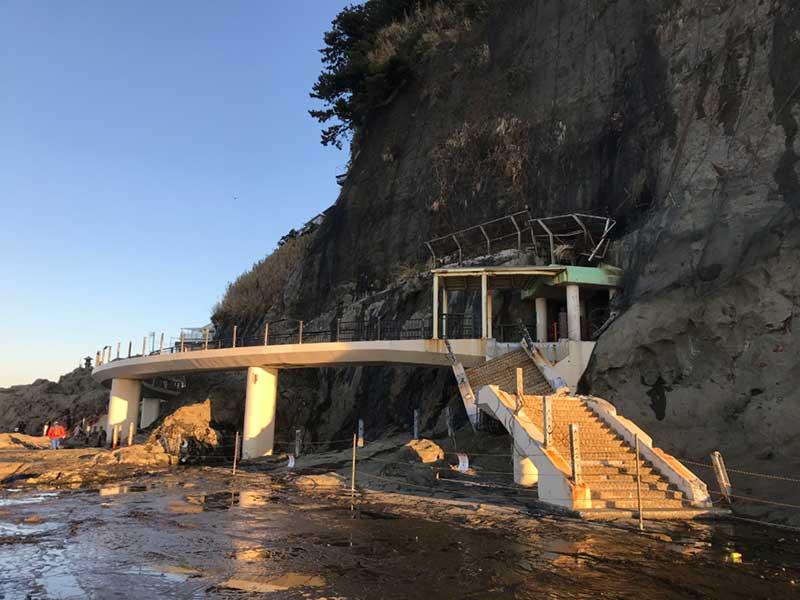 台風で被害を受けた江の島岩屋