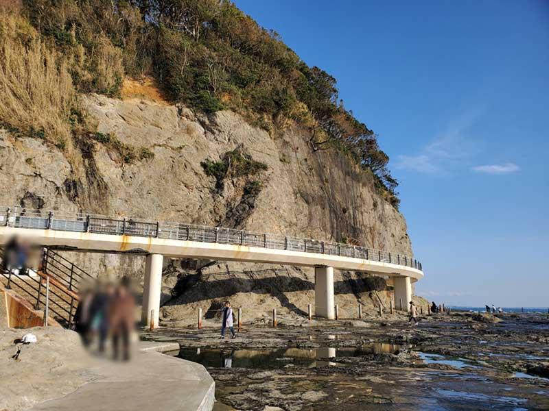 磯場から岩屋橋を見てみるとそれほど壊れてはいません
