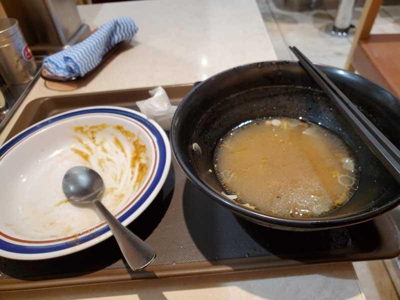 肉骨茶のスープは残しました