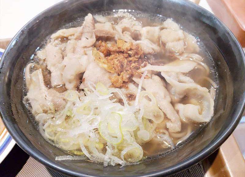 【藤沢の富士そばチャレンジ限定メニュー】バクテーの豚肉がデカ盛りで凄い!和風そばつゆゼロのこしょうニンニクスープが濃いい!