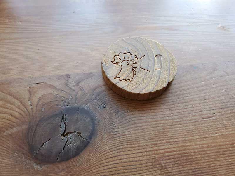にわとりの木札がカワイイ