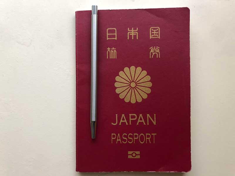 パスポートにぴったりサイズのペン