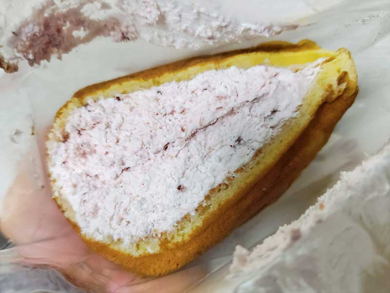 ほんのりピンク色のいちごクリーム
