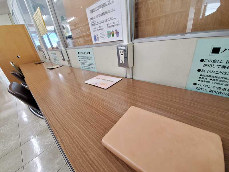鎌倉市中央図書館2階のパソコン専用席