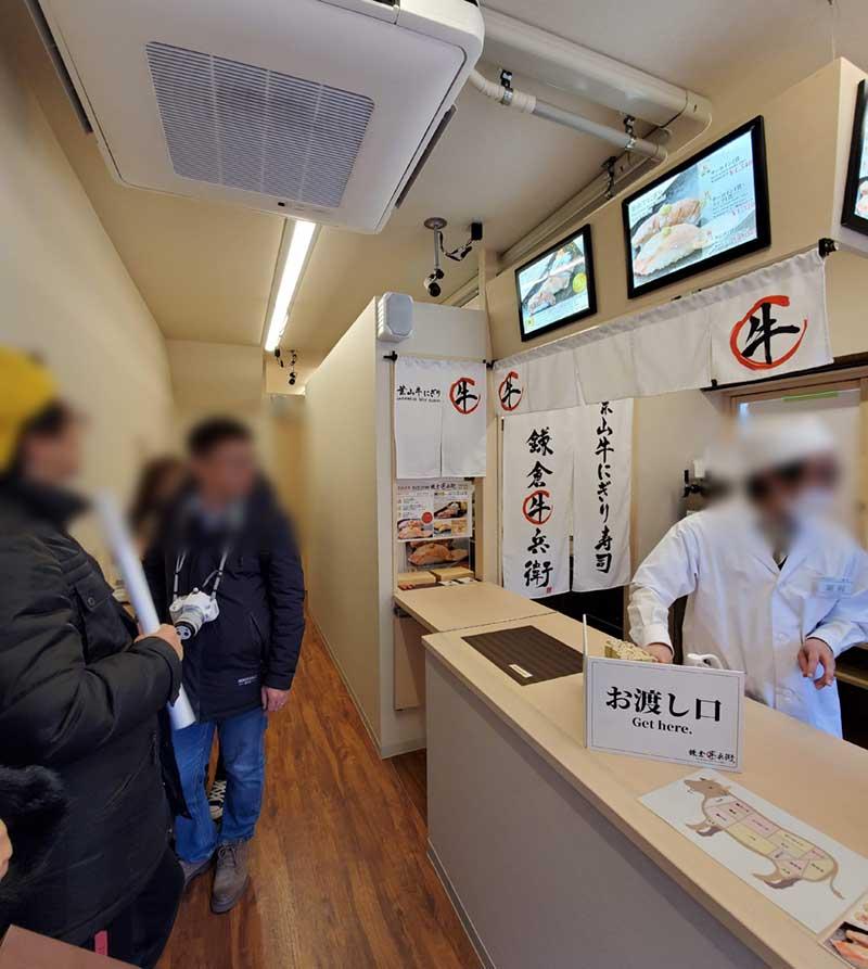 立ち食いカウンタースタイルのお寿司屋