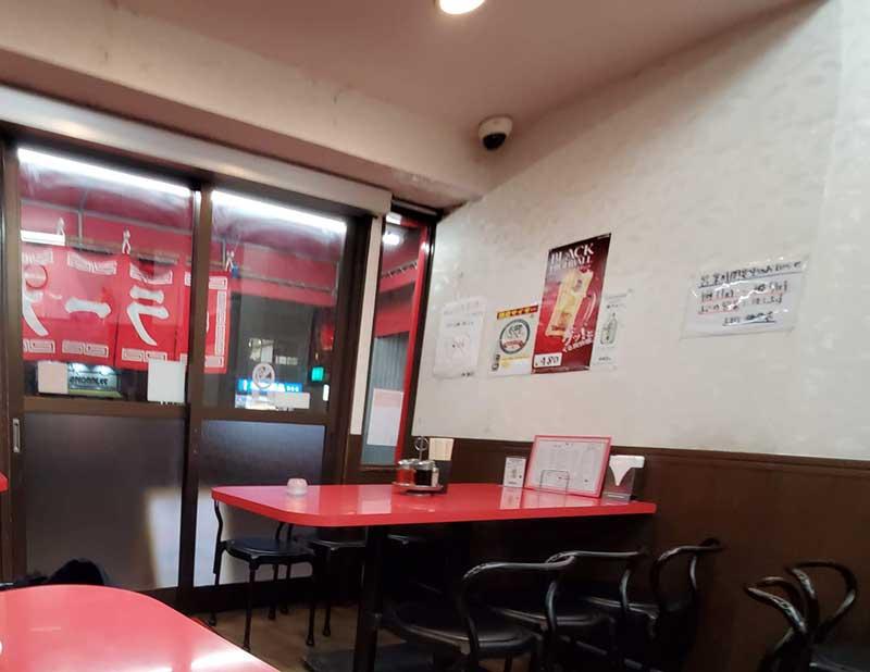 いかにも町の中華食堂的なお店の中
