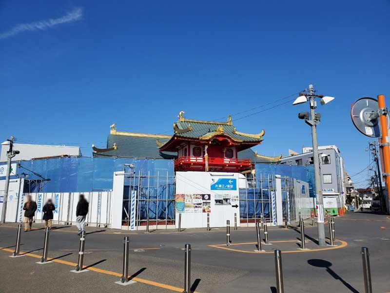 リニューアル後の新しいデザインの片瀬江ノ島駅