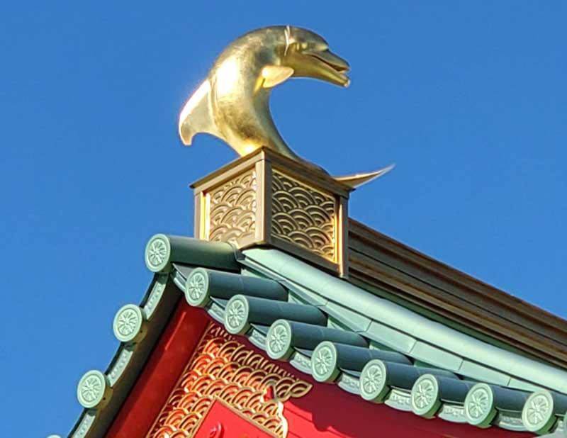 片瀬江ノ島駅の金のイルカ
