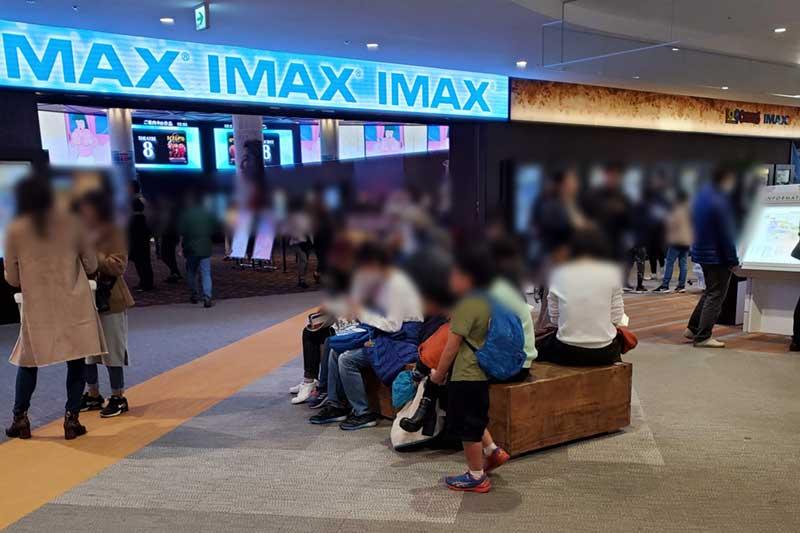 せめて映画館内では全員マスクをしてほしい