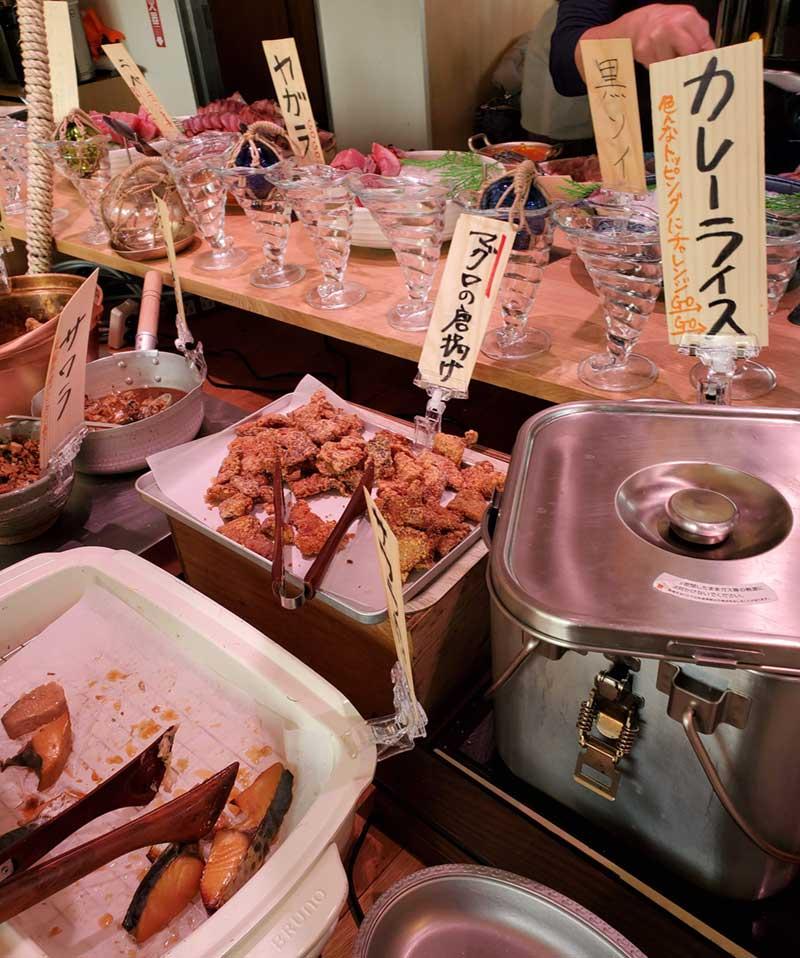マグロの竜田揚げや海鮮八宝菜もある