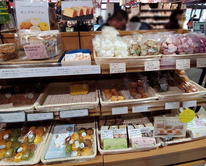 TOTOCO小田原1階の特産品市場に小田原スイーツがいっぱい
