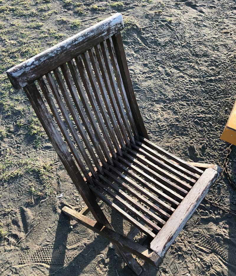 いい感じにさびれた椅子