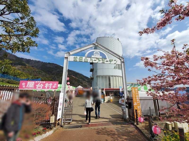 屋台とレストランがある松田山ハーブガーデン
